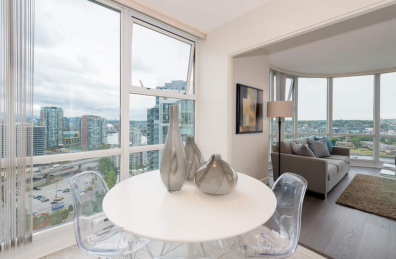 """Photo 9: Photos: 2508 193 AQUARIUS Mews in Vancouver: Yaletown Condo for sale in """"MARINASIDE RESORT RESIDENCES"""" (Vancouver West)  : MLS®# R2106066"""