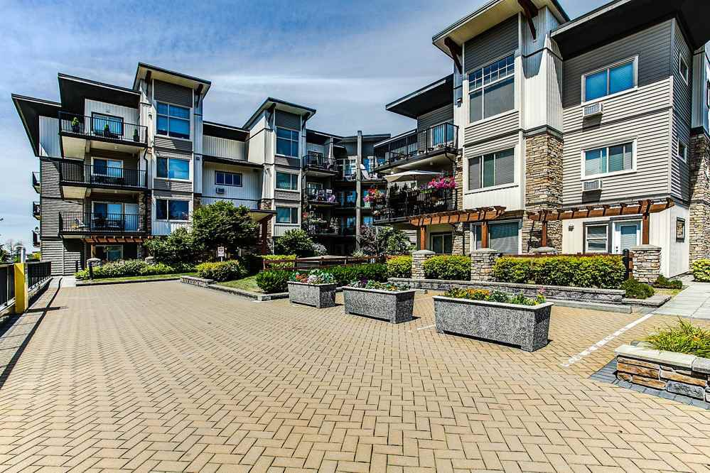 "Main Photo: 302 11935 BURNETT Street in Maple Ridge: East Central Condo for sale in ""KENSINGTON PLACE"" : MLS®# R2186960"