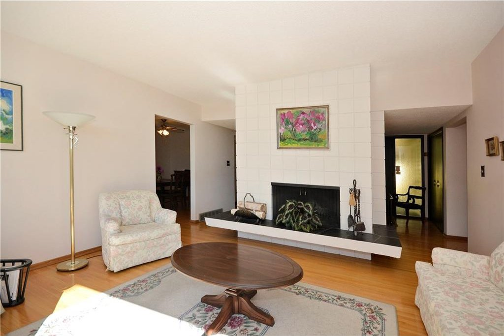 Photo 7: Photos: 4532 NAMAKA Crescent NW in Calgary: North Haven House for sale : MLS®# C4129972