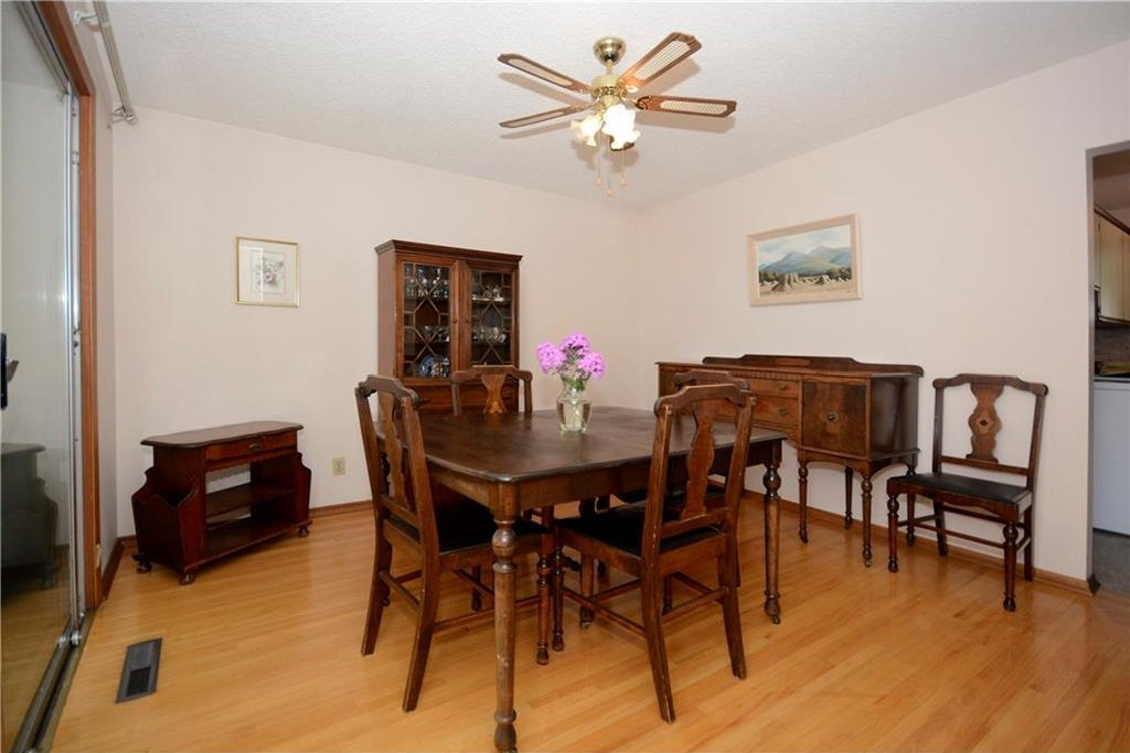 Photo 10: Photos: 4532 NAMAKA Crescent NW in Calgary: North Haven House for sale : MLS®# C4129972