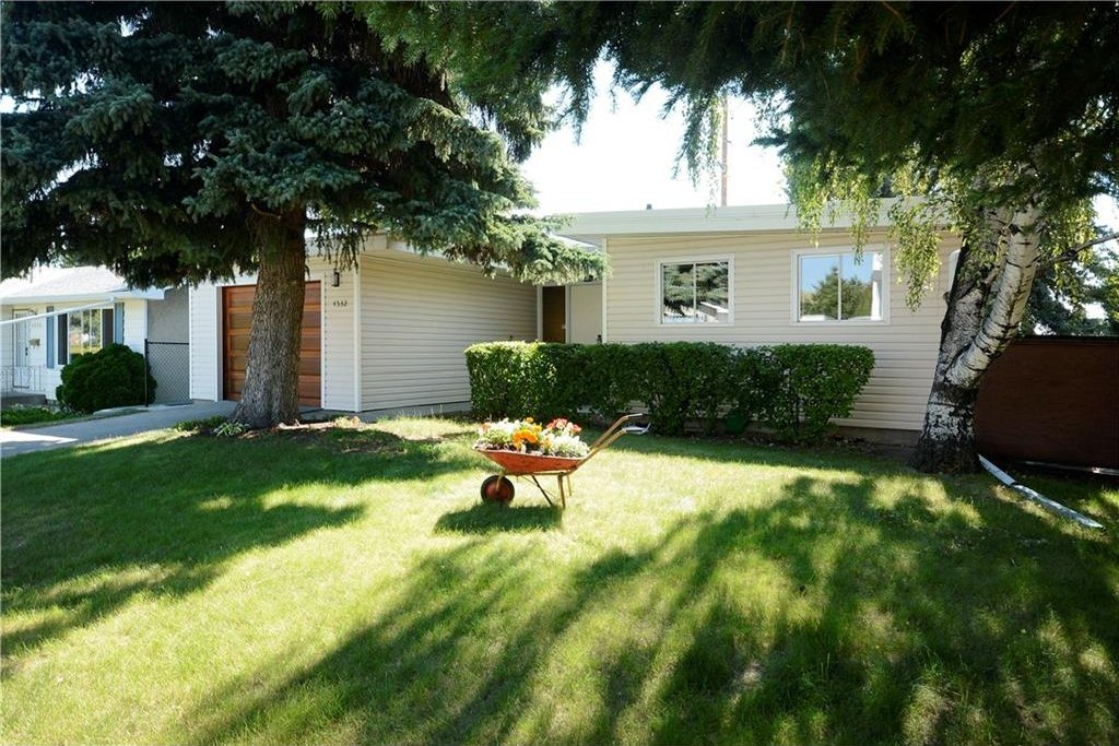 Photo 2: Photos: 4532 NAMAKA Crescent NW in Calgary: North Haven House for sale : MLS®# C4129972