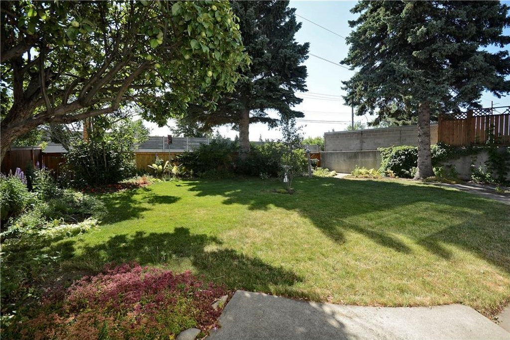 Photo 35: Photos: 4532 NAMAKA Crescent NW in Calgary: North Haven House for sale : MLS®# C4129972