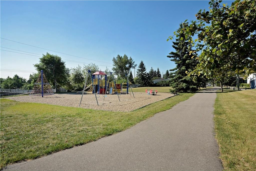 Photo 38: Photos: 4532 NAMAKA Crescent NW in Calgary: North Haven House for sale : MLS®# C4129972