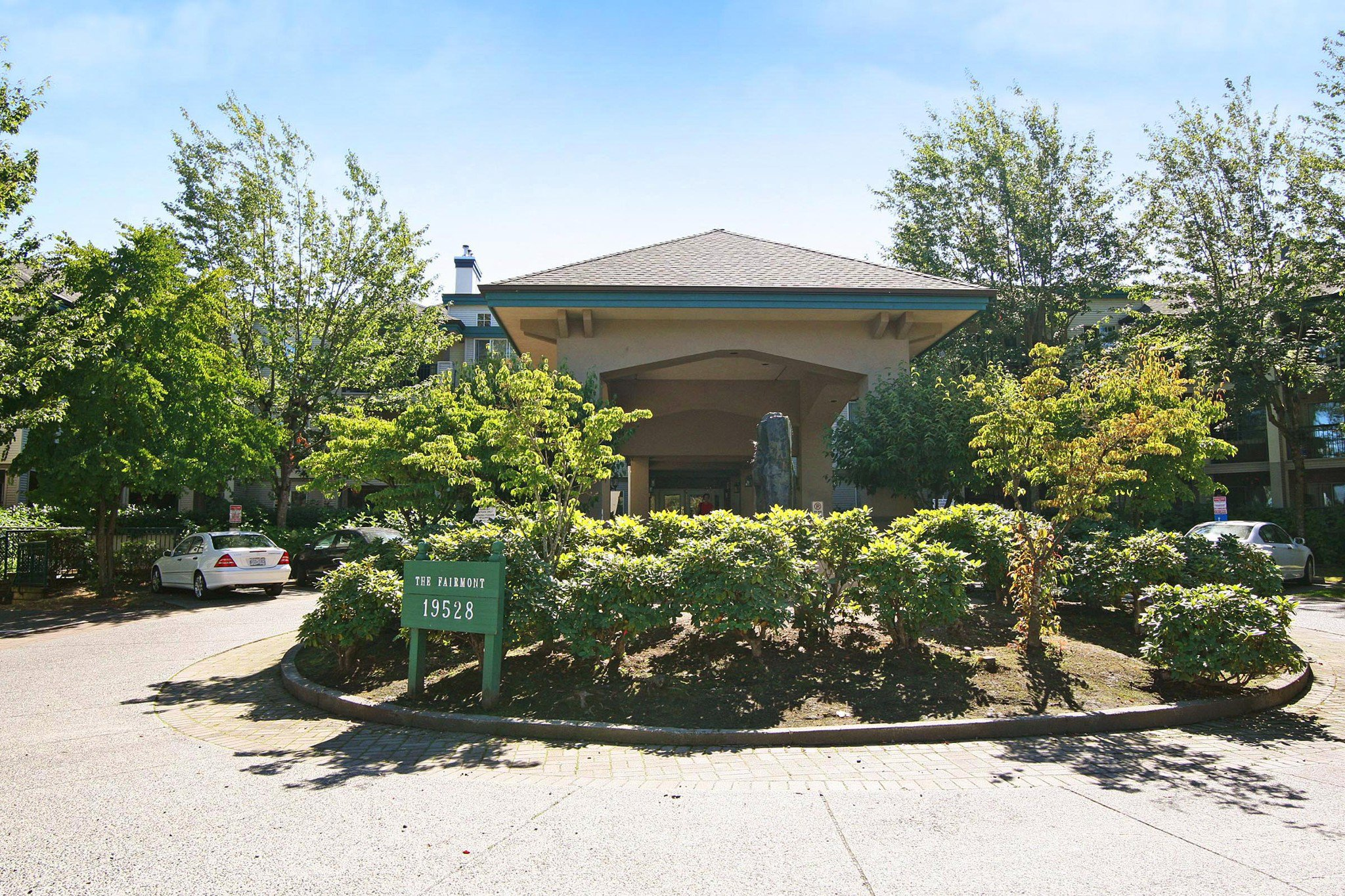 "Main Photo: 306 19528 FRASER Highway in Surrey: Cloverdale BC Condo for sale in ""FAIRMONT"" (Cloverdale)  : MLS®# R2219963"