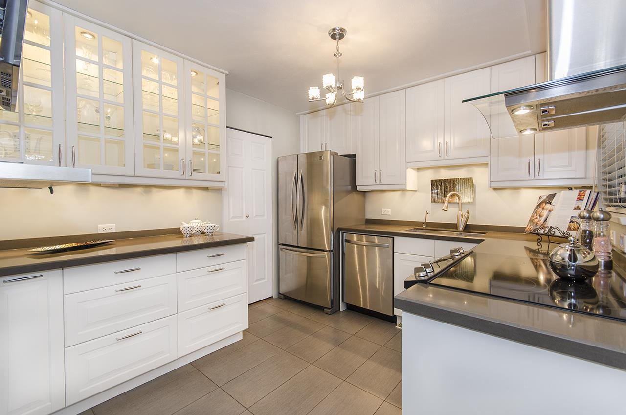 """Main Photo: 1237 PLATEAU Drive in North Vancouver: Pemberton Heights Condo for sale in """"Plateau Village"""" : MLS®# R2224037"""