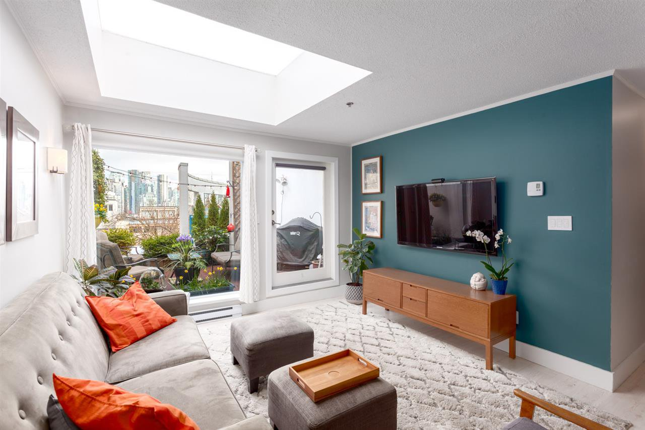 """Main Photo: 8 1038 W 7TH Avenue in Vancouver: Fairview VW Condo for sale in """"SANTORINI"""" (Vancouver West)  : MLS®# R2252610"""