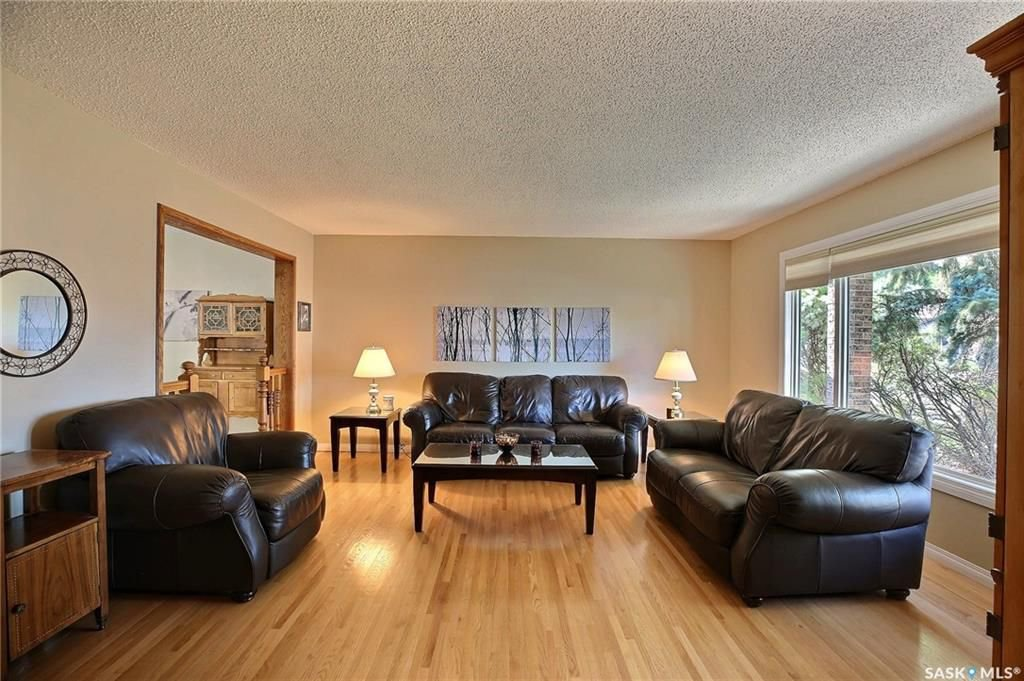 Photo 3: Photos: 63 Tremaine Avenue in Regina: Walsh Acres Residential for sale : MLS®# SK740824