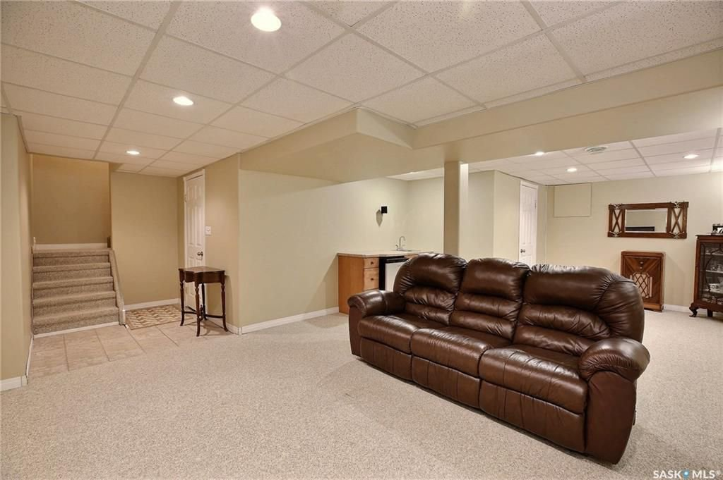 Photo 21: Photos: 63 Tremaine Avenue in Regina: Walsh Acres Residential for sale : MLS®# SK740824