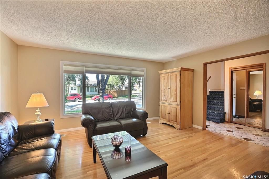 Photo 4: Photos: 63 Tremaine Avenue in Regina: Walsh Acres Residential for sale : MLS®# SK740824