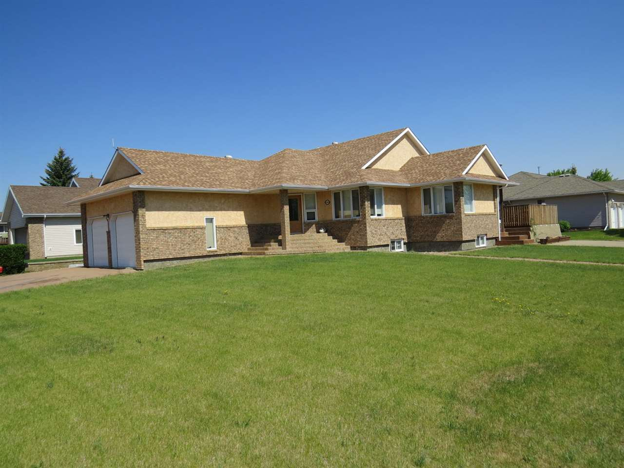 Main Photo: 4508 48 Avenue: Hardisty House for sale : MLS®# E4140231