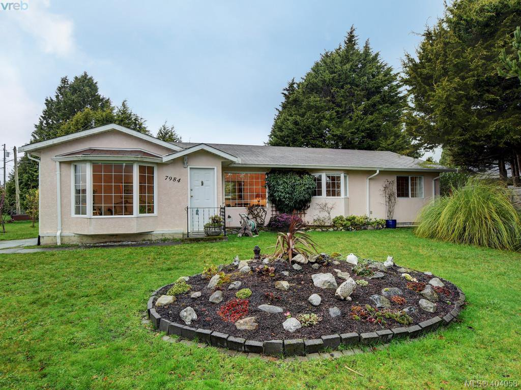 Main Photo: 7984 Lochside Drive in SAANICHTON: CS Turgoose Single Family Detached for sale (Central Saanich)  : MLS®# 404958