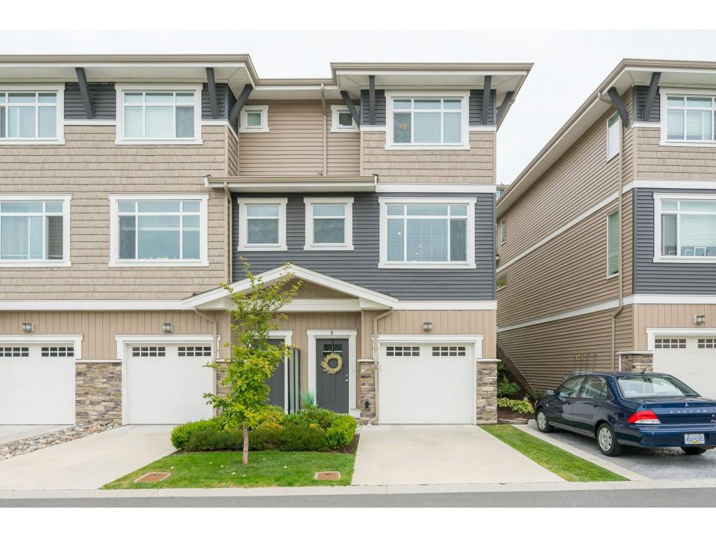 "Main Photo: 9 34230 ELMWOOD Drive in Abbotsford: Central Abbotsford Townhouse for sale in ""Ten Oaks"" : MLS®# R2386873"