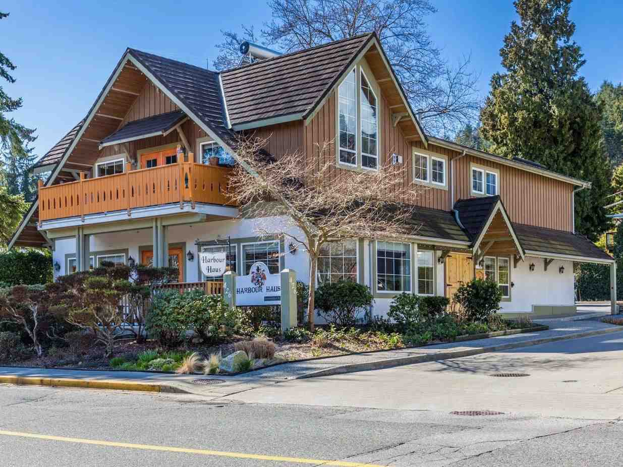 "Main Photo: 426 GOWER POINT Road in Gibsons: Gibsons & Area House for sale in ""Lower Gibsons"" (Sunshine Coast)  : MLS®# R2500650"