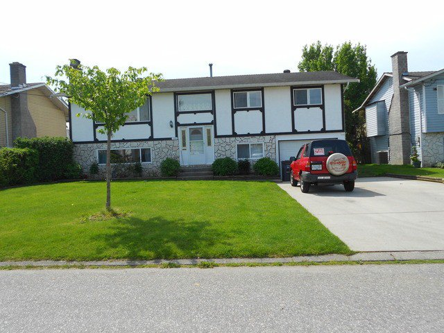 Main Photo: 17864 57A Avenue in Surrey: Cloverdale BC House for sale (Cloverdale)  : MLS®# F1411412