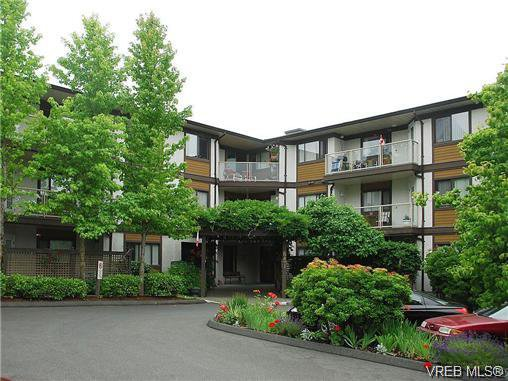 Main Photo: 302 651 Jolly Pl in VICTORIA: SW Tillicum Condo Apartment for sale (Saanich West)  : MLS®# 682916
