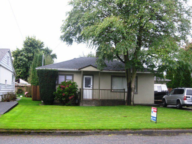Main Photo: 9495 WOODBINE Street in Chilliwack: Chilliwack E Young-Yale House for sale : MLS®# H1404109
