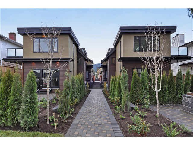 Main Photo: 2 234 E 18TH Street in North Vancouver: Central Lonsdale 1/2 Duplex for sale : MLS®# V1116696