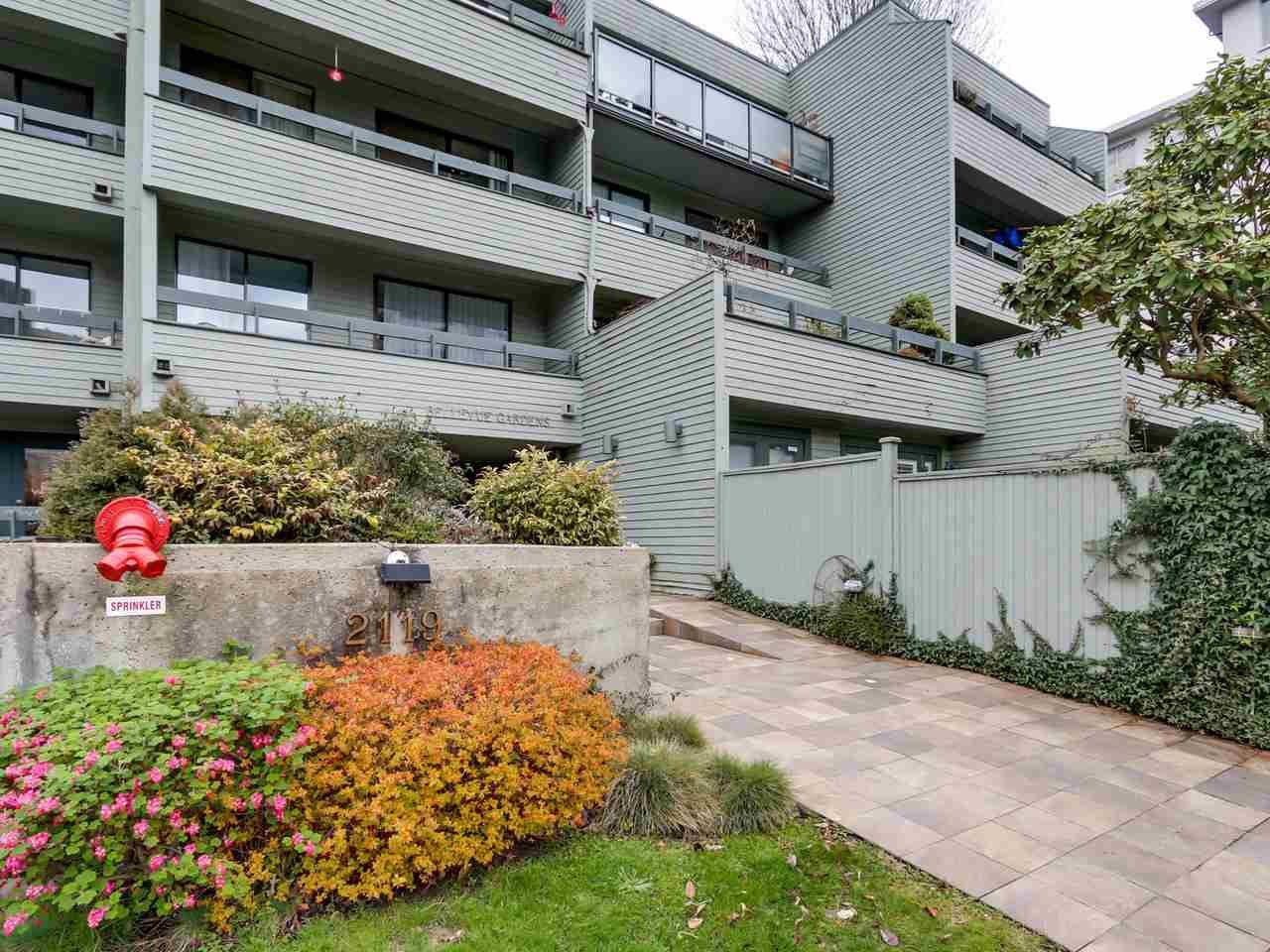 "Main Photo: 306 2119 BELLEVUE Avenue in West Vancouver: Dundarave Condo for sale in ""BELLEVUE GARDENS"" : MLS®# R2048496"