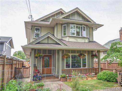 Main Photo: A 2746 Shelbourne St in VICTORIA: Vi Oaklands Half Duplex for sale (Victoria)  : MLS®# 733333