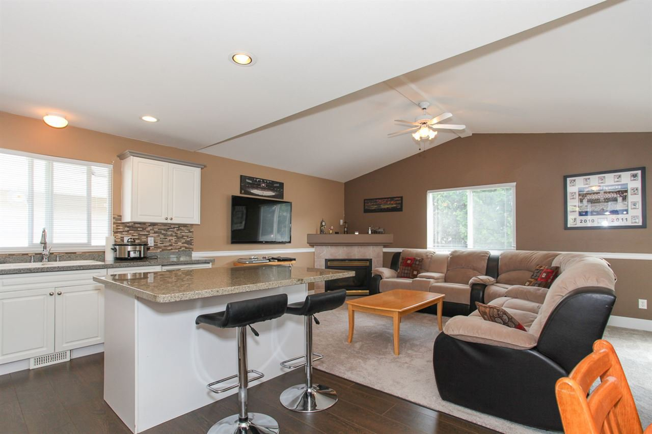 Photo 5: Photos: 23840 114A Avenue in Maple Ridge: Cottonwood MR House for sale : MLS®# R2090697
