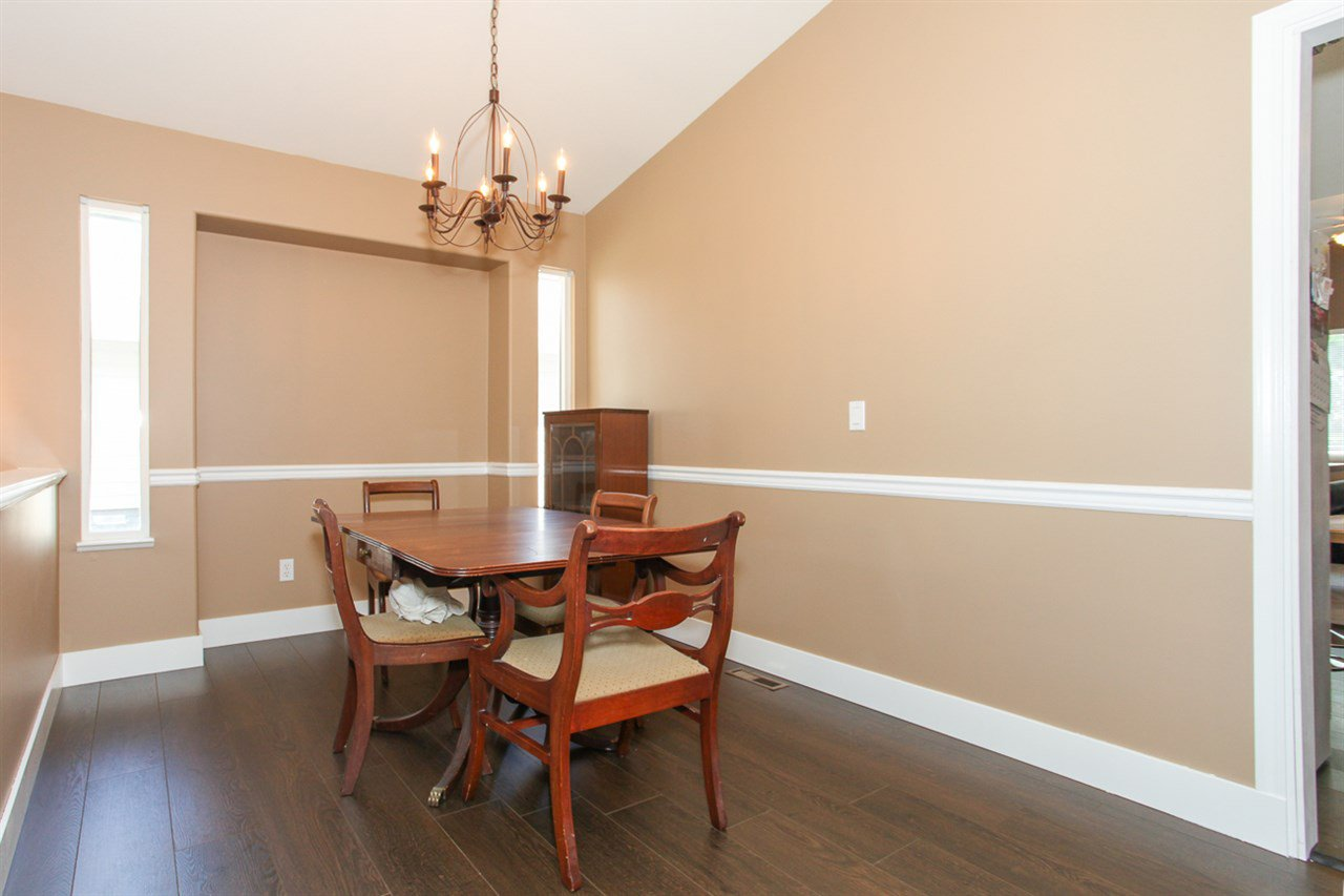 Photo 4: Photos: 23840 114A Avenue in Maple Ridge: Cottonwood MR House for sale : MLS®# R2090697