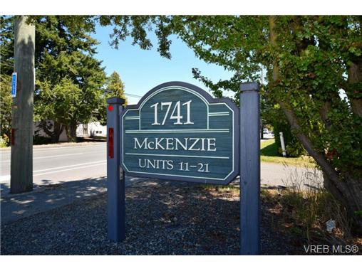 Main Photo: 19 1741 McKenzie Avenue in VICTORIA: SE Mt Tolmie Townhouse for sale (Saanich East)  : MLS®# 367753