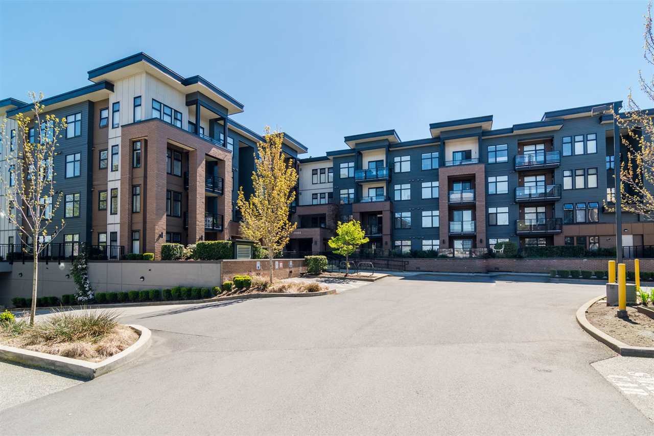 """Main Photo: 105 20068 FRASER Highway in Langley: Langley City Condo for sale in """"VARSITY"""" : MLS®# R2161191"""