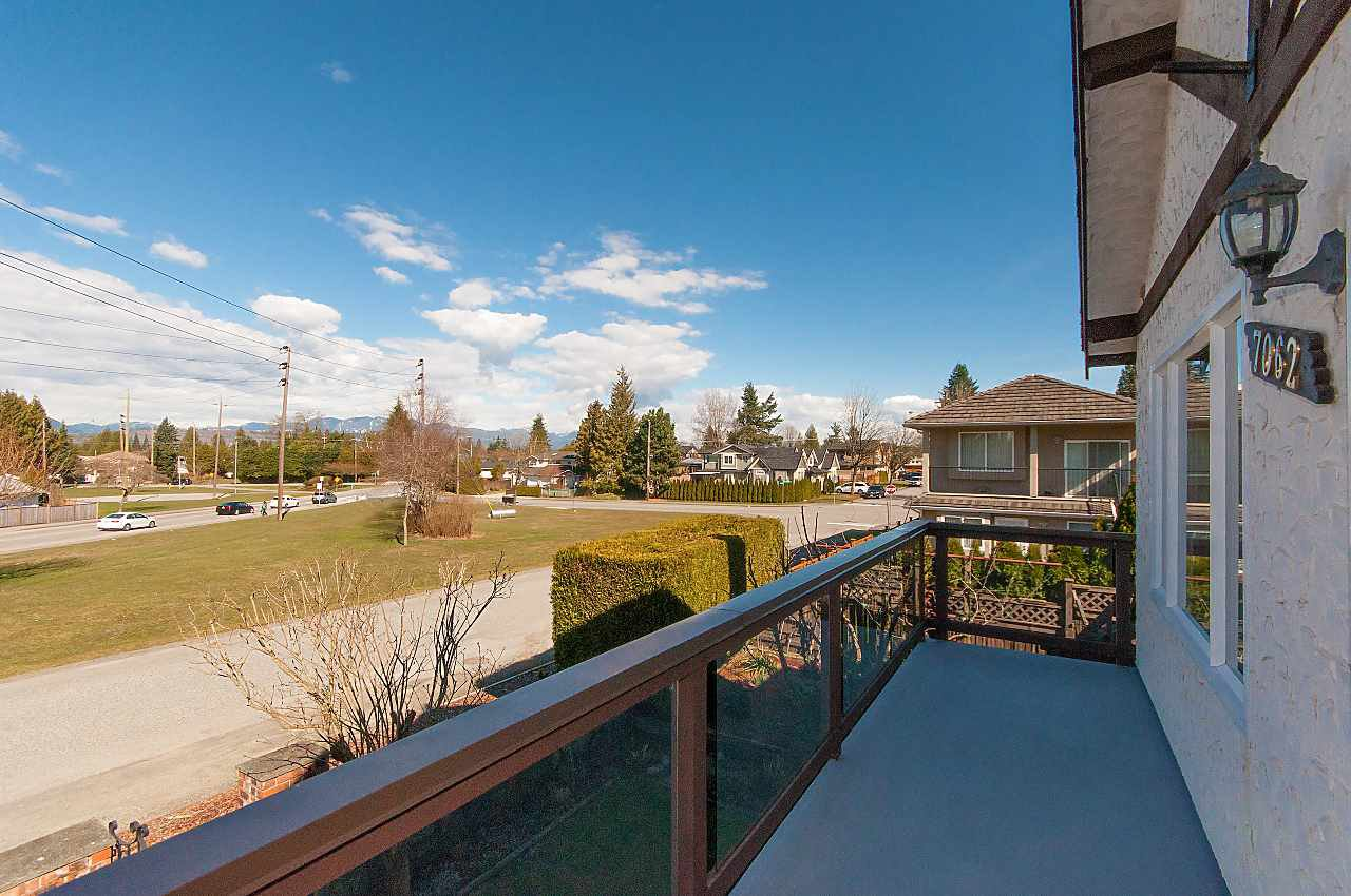 Photo 4: Photos: 7062 HALLIGAN Street in Burnaby: Highgate House for sale (Burnaby South)  : MLS®# R2249715