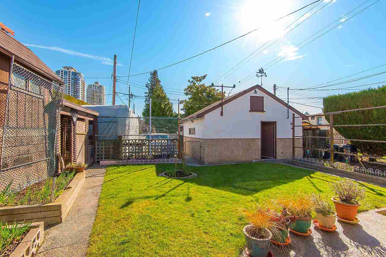 Photo 18: Photos: 7062 HALLIGAN Street in Burnaby: Highgate House for sale (Burnaby South)  : MLS®# R2249715