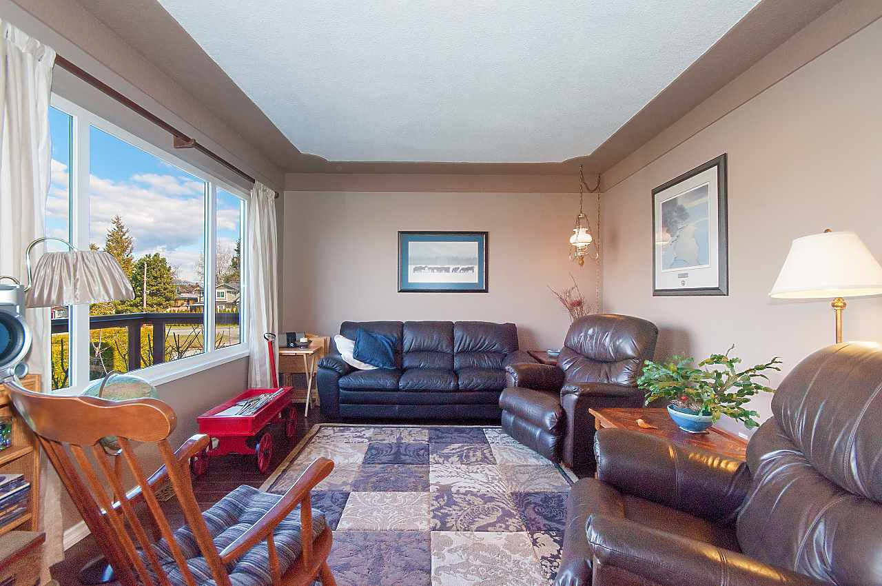 Photo 5: Photos: 7062 HALLIGAN Street in Burnaby: Highgate House for sale (Burnaby South)  : MLS®# R2249715