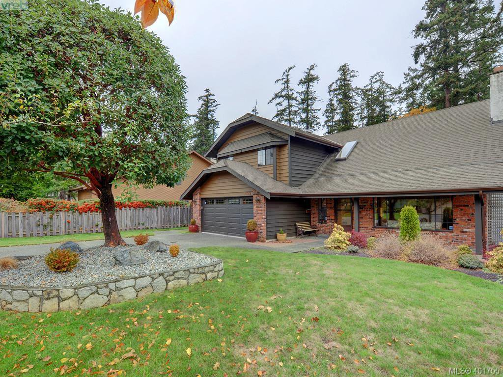 Main Photo: 4403 Robinwood Dr in VICTORIA: SE Gordon Head Single Family Detached for sale (Saanich East)  : MLS®# 801757