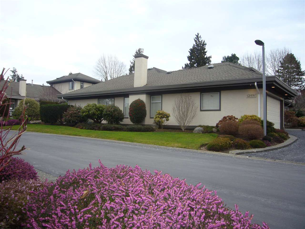 "Main Photo: 1 12951 17 Avenue in Surrey: Crescent Bch Ocean Pk. Townhouse for sale in ""Ocean Park Grove"" (South Surrey White Rock)  : MLS®# R2337349"
