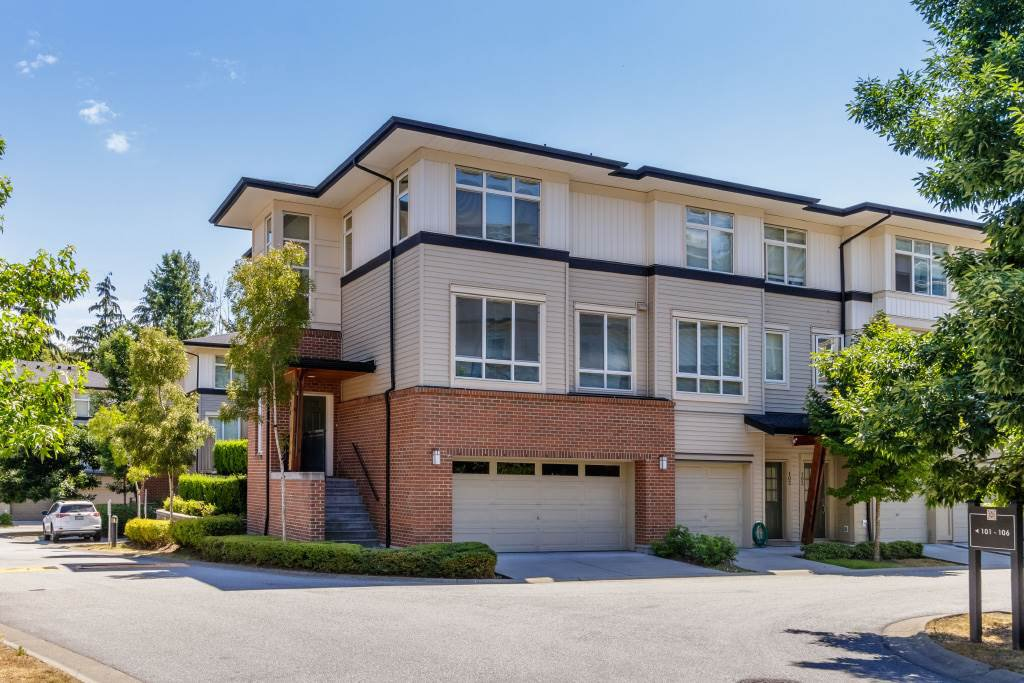 """Main Photo: 101 1125 KENSAL Place in Coquitlam: New Horizons Townhouse for sale in """"KENSAL WALK AT WINDSOR GATE"""" : MLS®# R2384199"""