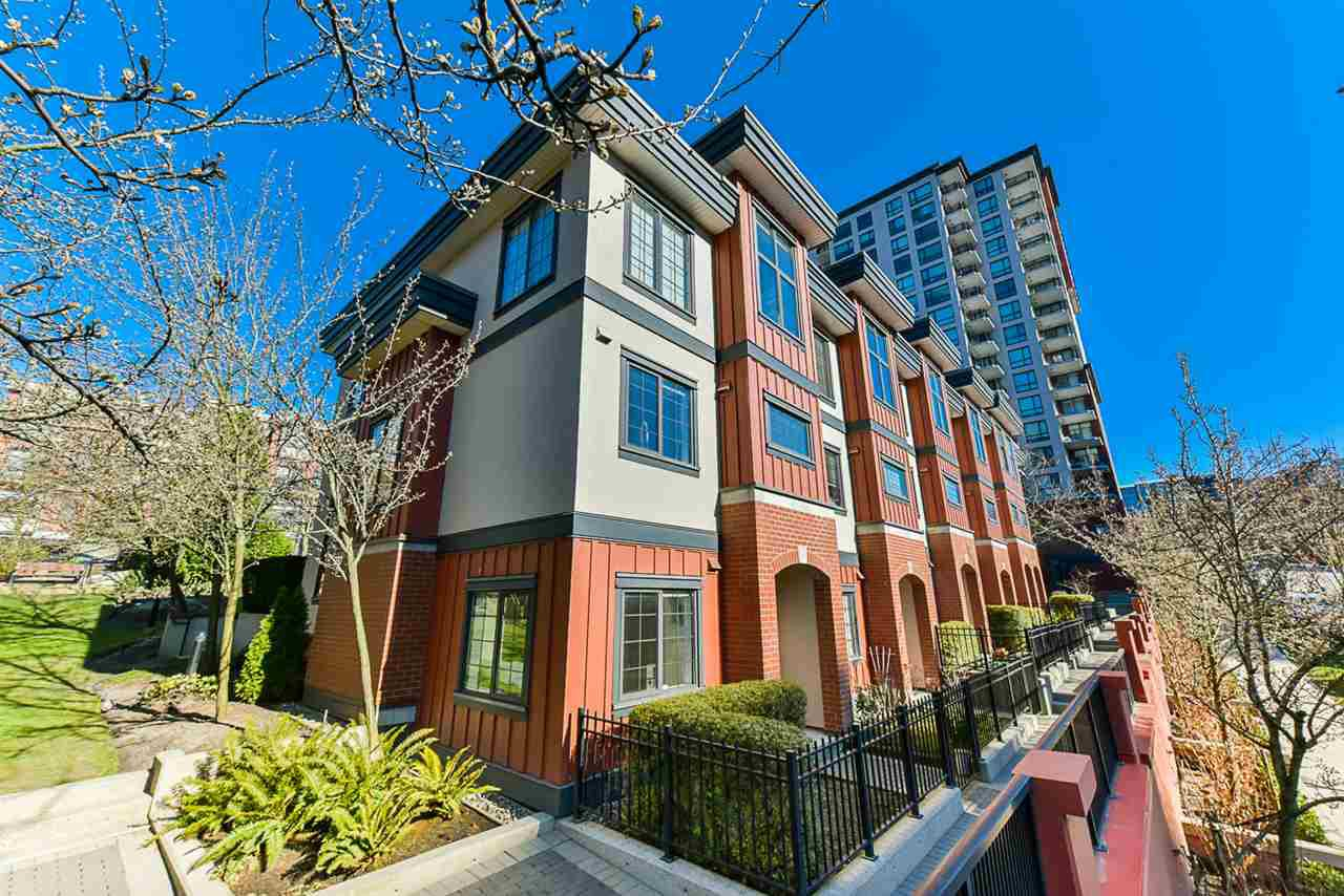 Main Photo: 829 AGNES Street in New Westminster: Downtown NW Townhouse for sale : MLS®# R2445835