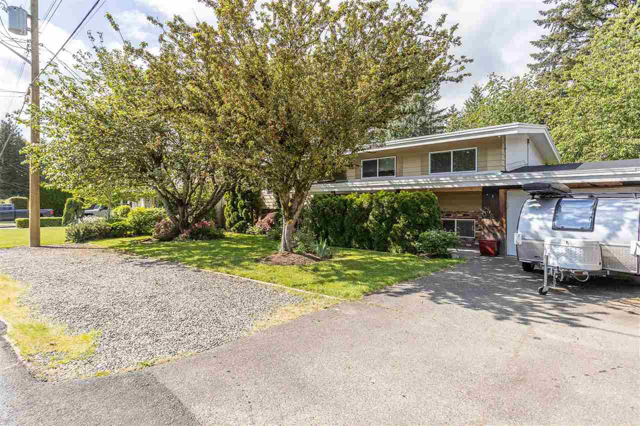 Photo 2: Photos: 34305 LARCH Street in Abbotsford: Abbotsford East House for sale : MLS®# R2457312