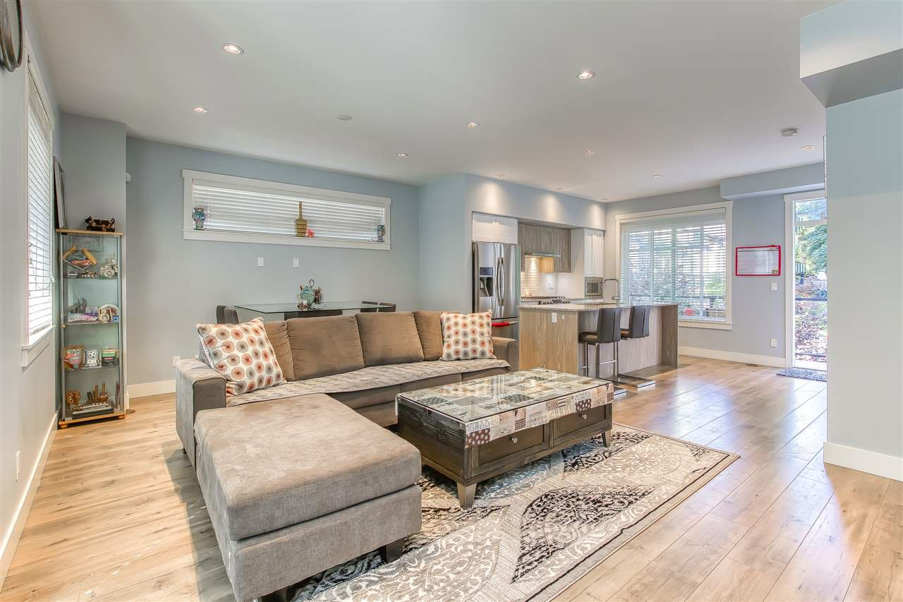 """Photo 3: Photos: 52 11188 72 Avenue in Delta: Sunshine Hills Woods Townhouse for sale in """"CHELSEA GATE - Sunshine Heights"""" (N. Delta)  : MLS®# R2483104"""