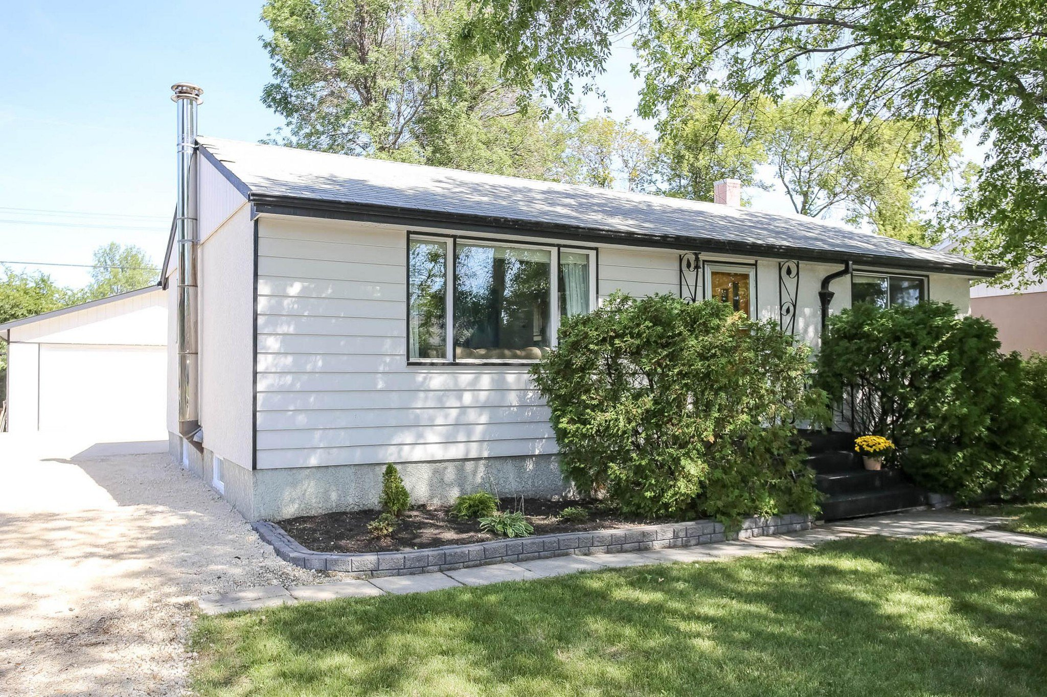 Main Photo: Sold! East Kildonan!