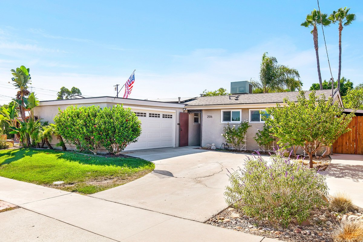 Main Photo: SERRA MESA House for sale : 3 bedrooms : 2516 Raymell Dr in San Diego