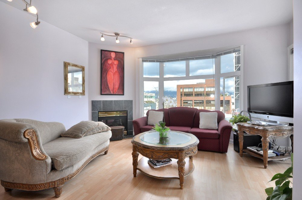 "Main Photo: 305 2588 ALDER Street in Vancouver: Fairview VW Condo for sale in ""BOLLERT PLACE"" (Vancouver West)  : MLS®# V877184"