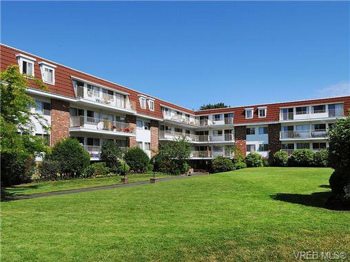 Main Photo: 202 1680 Poplar Ave in VICTORIA: SE Mt Tolmie Condo for sale (Saanich East)  : MLS®# 654377