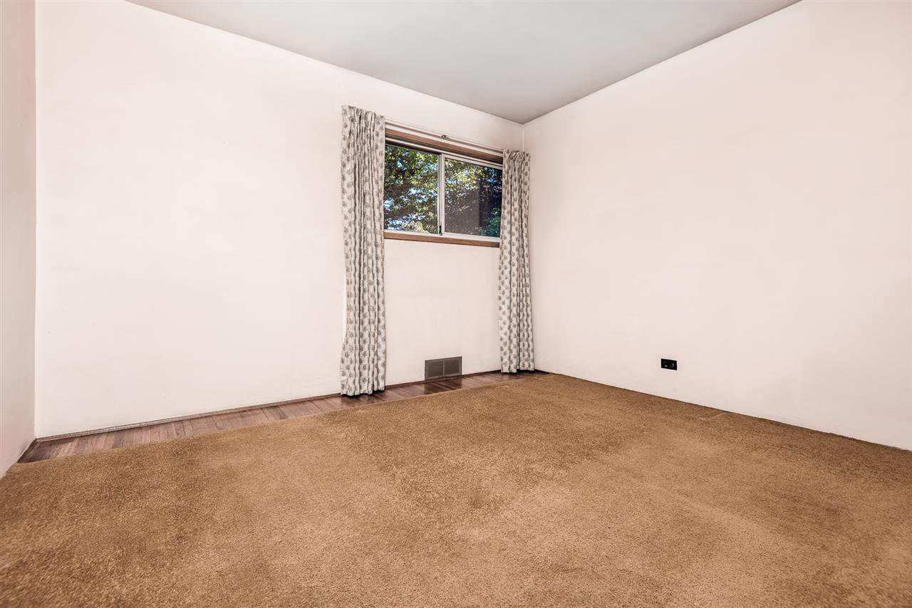 Photo 8: Photos: 2512 E 8TH Avenue in Vancouver: Renfrew VE House for sale (Vancouver East)  : MLS®# R2014128