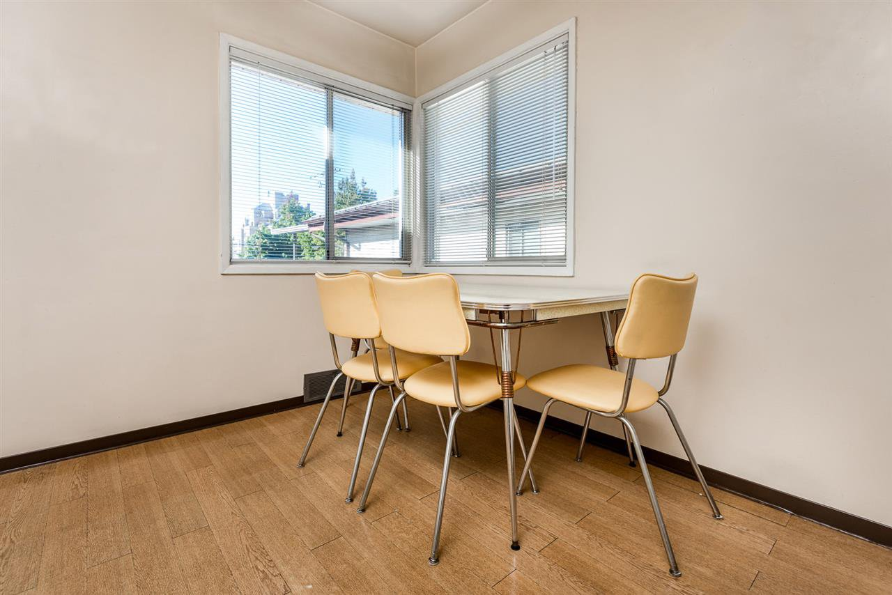Photo 5: Photos: 2512 E 8TH Avenue in Vancouver: Renfrew VE House for sale (Vancouver East)  : MLS®# R2014128