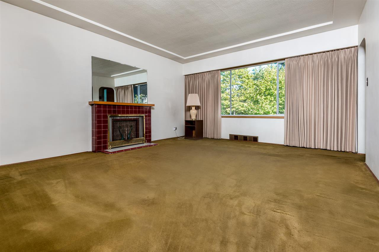 Photo 6: Photos: 2512 E 8TH Avenue in Vancouver: Renfrew VE House for sale (Vancouver East)  : MLS®# R2014128