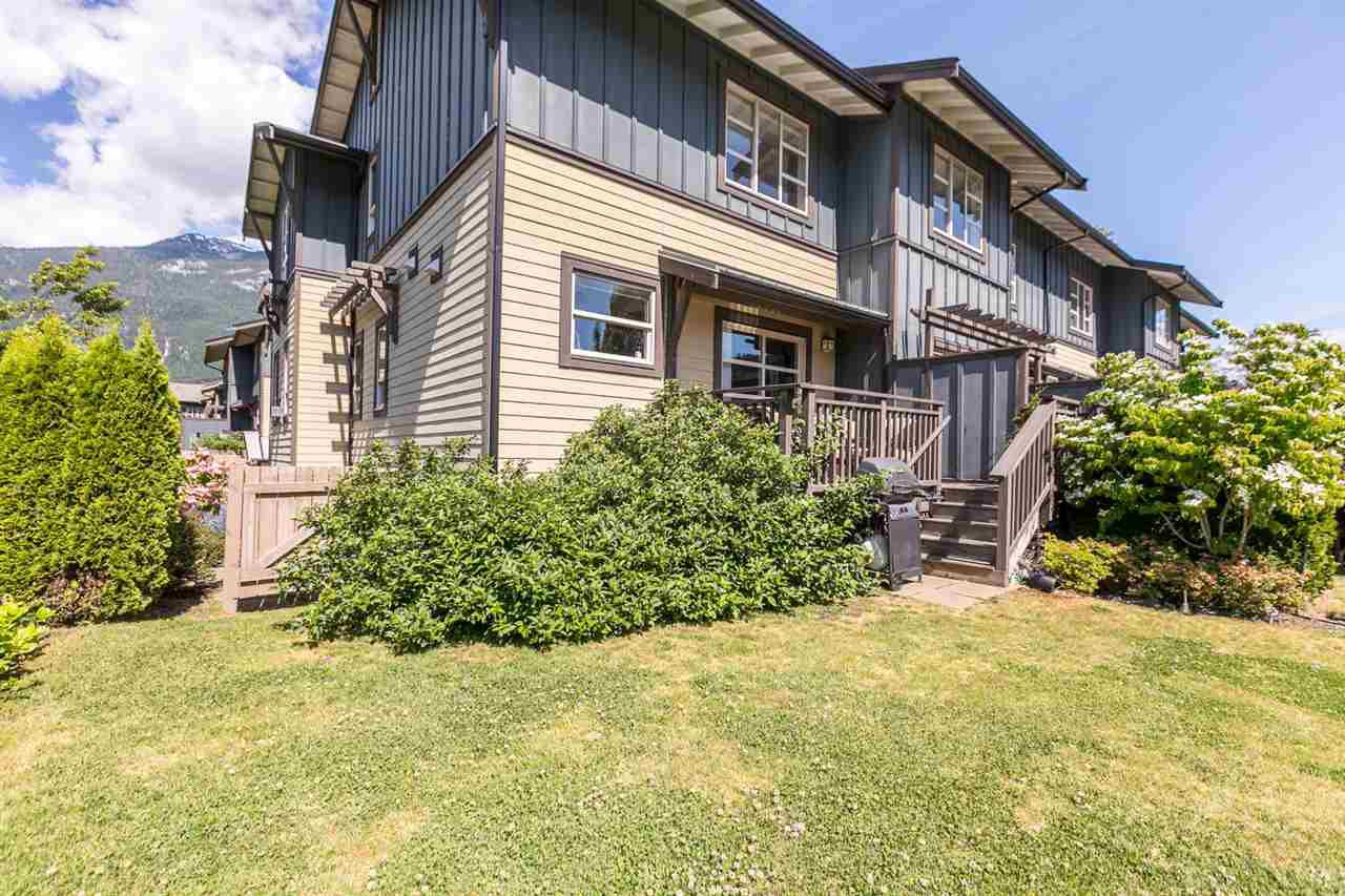 """Main Photo: 1272 STONEMOUNT Place in Squamish: Downtown SQ Townhouse for sale in """"Eaglewind - Streams"""" : MLS®# R2075437"""