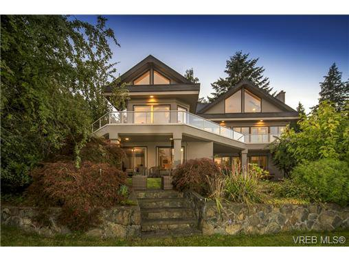 Main Photo: 4961 Lochside Dr in VICTORIA: SE Cordova Bay House for sale (Saanich East)  : MLS®# 740822