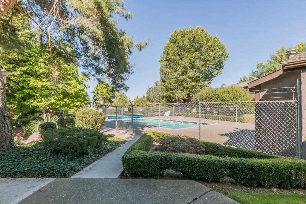 """Photo 16: Photos: 1424 34909 OLD YALE Road in Abbotsford: Abbotsford East Condo for sale in """"THE GARDENS"""" : MLS®# R2109176"""