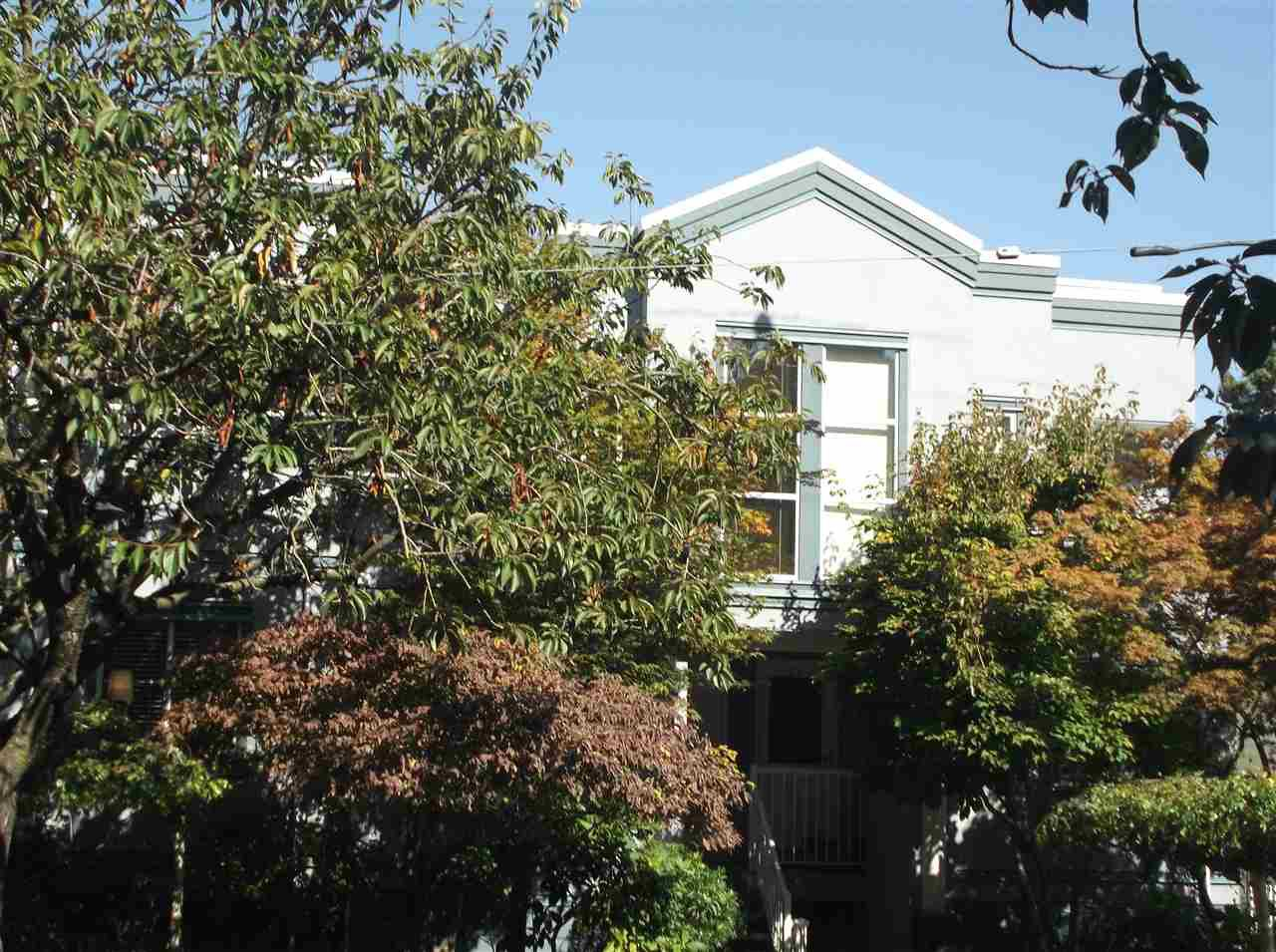 """Main Photo: 21 877 W 7TH Avenue in Vancouver: Fairview VW Townhouse for sale in """"Emerald Court"""" (Vancouver West)  : MLS®# R2109498"""
