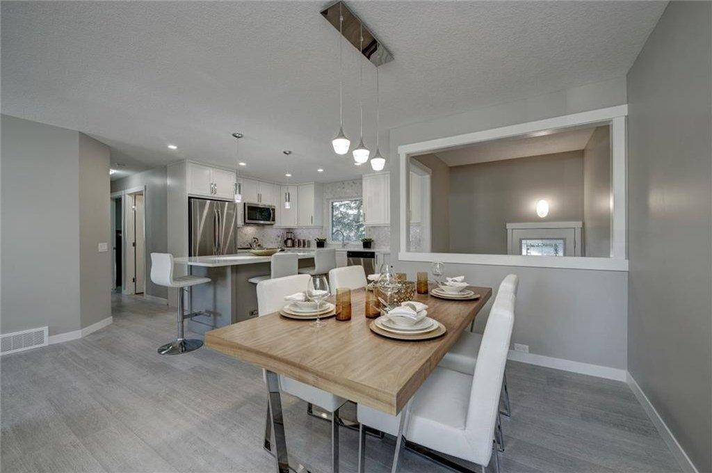 Photo 13: Photos: 210 OAKMOOR Place SW in Calgary: Oakridge House for sale : MLS®# C4111441