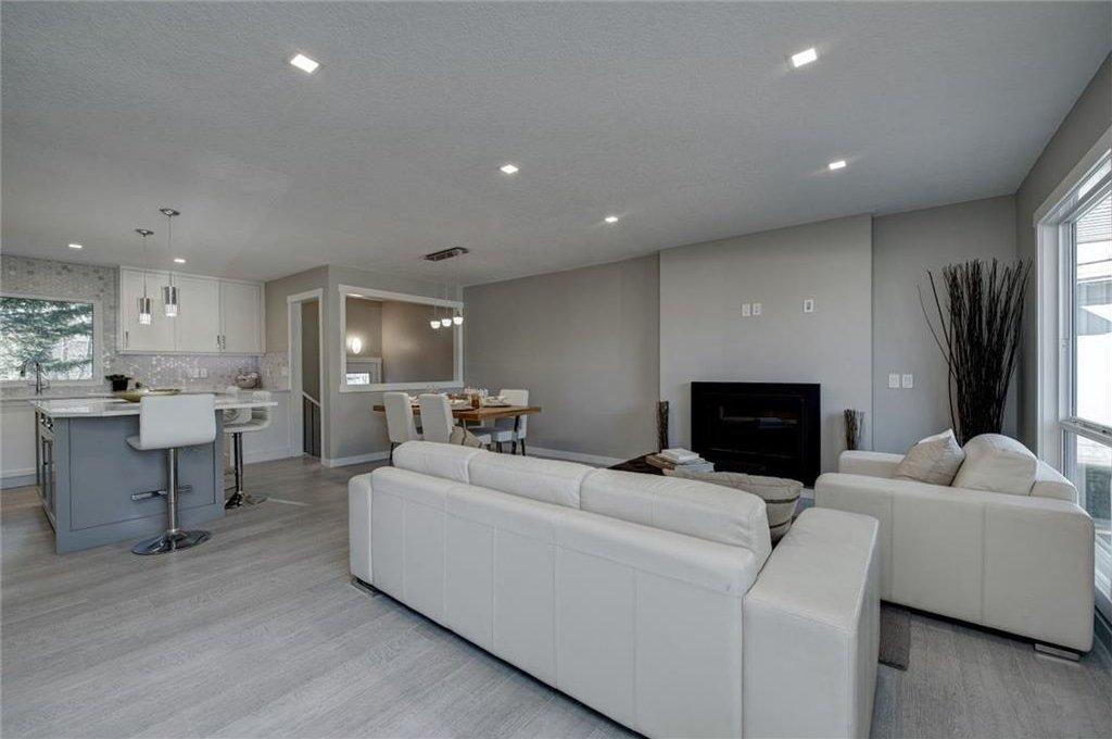 Photo 5: Photos: 210 OAKMOOR Place SW in Calgary: Oakridge House for sale : MLS®# C4111441