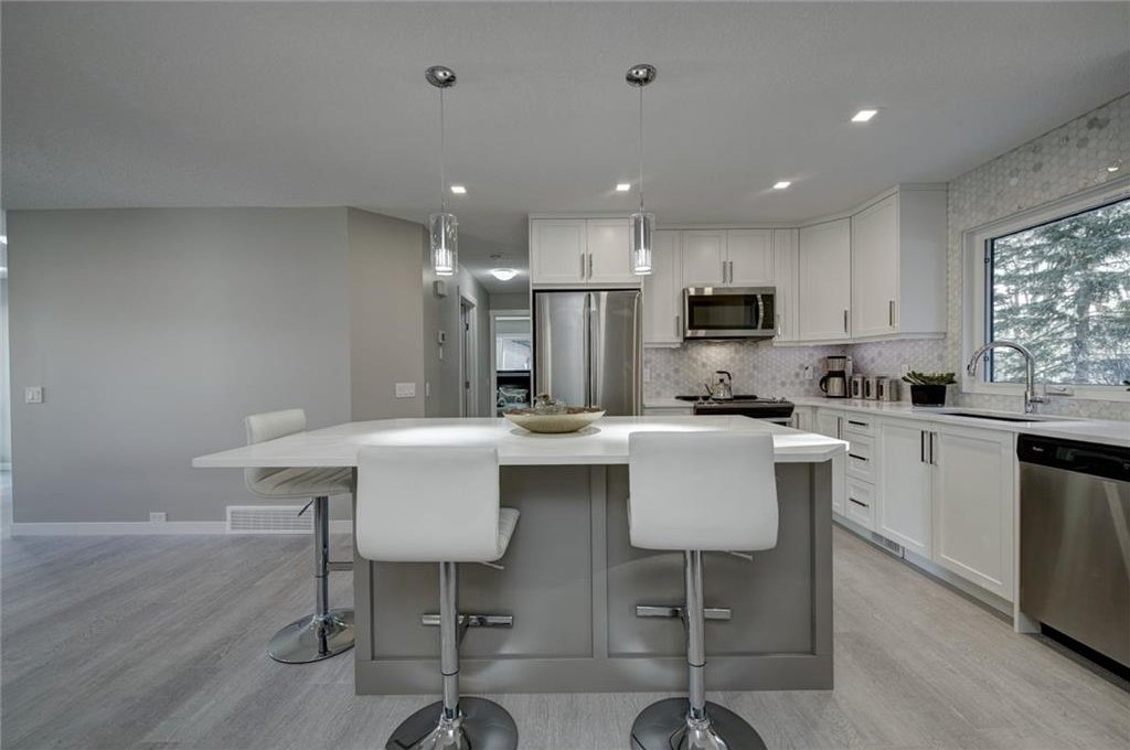 Photo 16: Photos: 210 OAKMOOR Place SW in Calgary: Oakridge House for sale : MLS®# C4111441